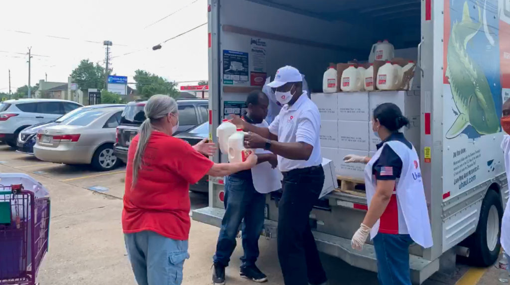 Some of the items distributed in DetroitReaching out to the elderly in DetroitVolunteers prepare food boxes with love and dedicationWith gloves and masks, volunteers prepare to receive the residents of this Detroit communityIn Florida, Unisocial organized a drive-through, residents could just drive up and volunteers would place the food boxes in the trunk.Prayer for those within their cars and the communityCars lined up in Florida for the food distributionVolunteers in PennsylvaniaUnisocial distribution spot in PALocal residents were glad to receive the helpEach family received two boxes of foodFood boxes include vegetables and fruitMany were those who had lost their jobs or had reduced work hoursThis immediate help provides the nourishment for the family and saves the limited financial resources they have