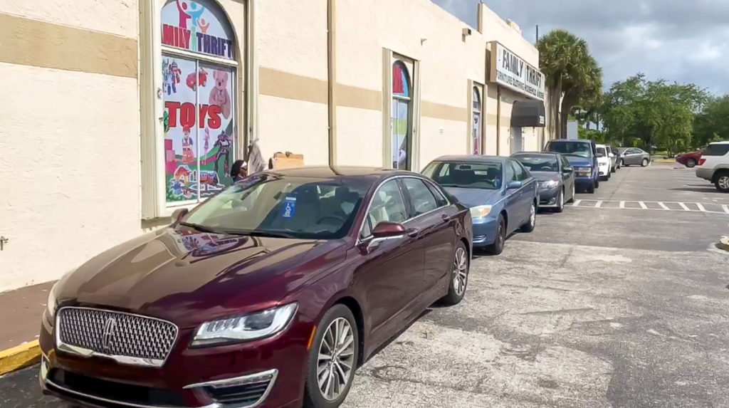 Cars lined up in Florida for the food distribution